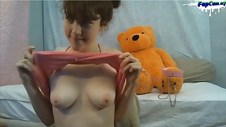 Lovely Young Babe Home Made Amateur Porn 18-Years-Old naked on webcam