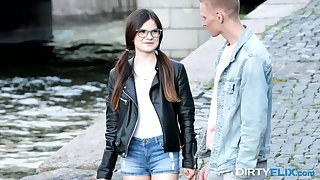 Nerdy girl Molly Murky gets fucked and takes cumshots on glasses on dramatize expunge first date